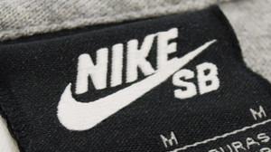 NIKE SB ロゴ