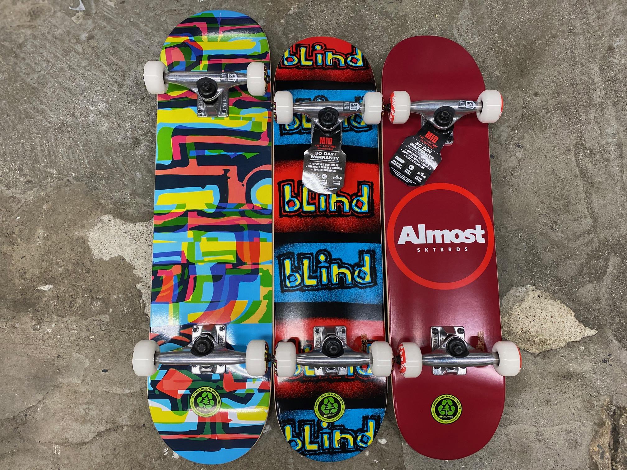 スケートアイテム BLINDコンプリート、ALMOSTコンプリート入荷しました!!